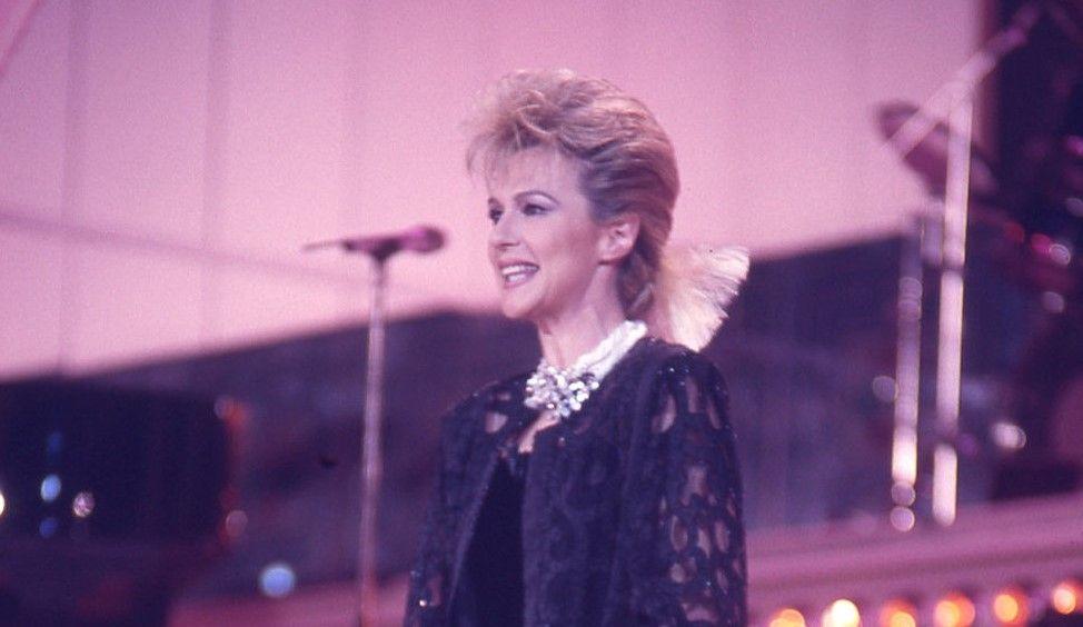 Loretta Goggi, prima presentatrice donna nella conduzione del Festival di Sanremo