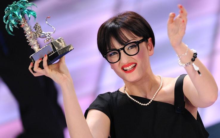 """2009. Con """"Sincerità"""", Arisa vince nella categoria delle Nuove Proposte al Festival di Sanremo"""